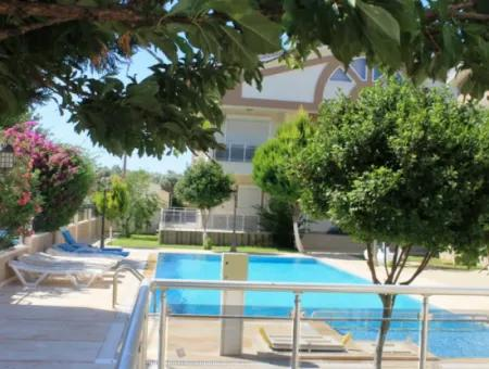 Didim Altınkum Mahallesinde Havuzlu Sitede 4+1 Satılık Villa