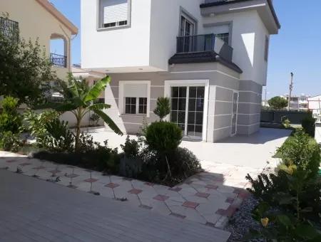Altınkum'Da Satılık Plaja Yakın 3+1 Bahçeli Villa