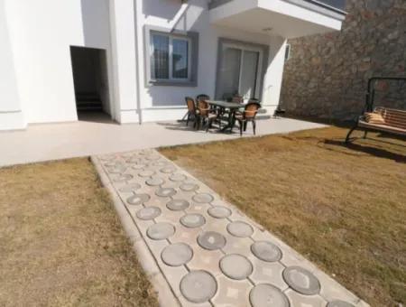 Akbük Ceylan Evlerinde Satılık 2+1 Bahçeli Daire