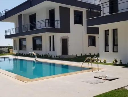 Didimde Satılık Yazlık Villa, Havuzlu Sitede Modern Lüks Villalar