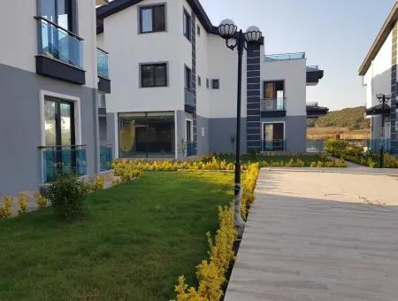 Mavişehir'de Satılık Lüks Havuzlu Yazlık Bahçeli Villa