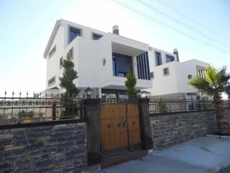 Didim Altınkum'da Satılık Denize Yakın Havuzlu Villa