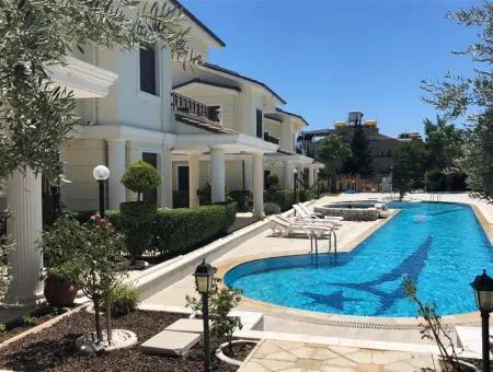 Altınkum'da Dedemin Konaklarında Satılık Muhteşem 6+1 Villa