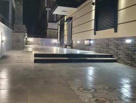 Efeler Mahallesinde Satılık 4+1 Lüks Villa