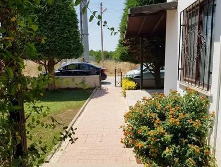 Altınkum Yeşilkent'Te Satılık Havuzlu Sitede Bahçeli Villa