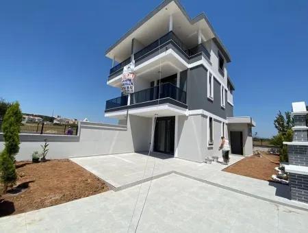 Didim Efeler Mahallesinde Satılık 3+1 Villa