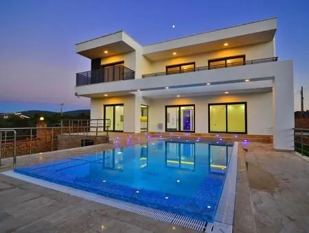 Didim'de Satılık Müstakil Ev, 5+1 Havuzlu Bahçeli Ev