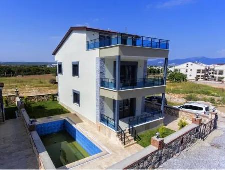 Didim Altınkum Yeşilkent'te Satılık 5+1 Havuzlu Deniz Manzaralı Müstakil Villa