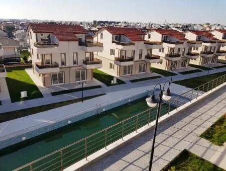 Altınkum'Da Satılık Lüks Sitede Havuzlu, Bahçeli Villa