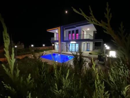 Didim Yeşilkent'te Satılık Bahçeli Havuzlu Müstakil Villa