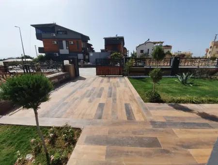 Didim Altınkum Satılık Deniz Manzaralı Havuzlu Bahçeli 4+1 Müstakil Ev Villa