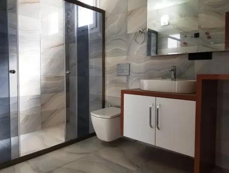 Didim'de Satılık Havuzlu Sitede 3 Odalı Villa