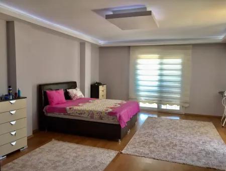 Didim Efeler Mahallesinde Satılık 4+1 Villa