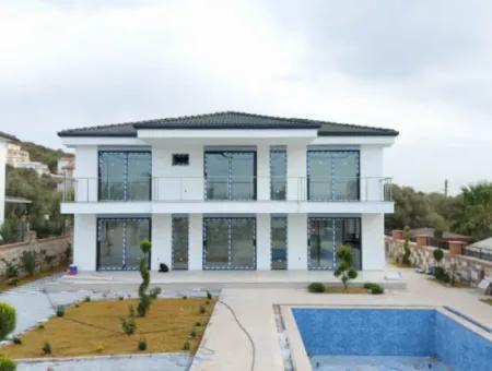 Didim Yeşiltepe'de Satılık Havuzlu Müstakil Villa, Yazlık Ev